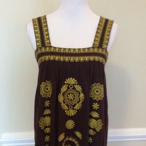H P 💛 BCBG brown tank w/green embroidery
